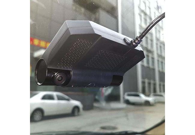 MDVR8102S 2ch 1080P GPS 4G wifi car DVR on the Car
